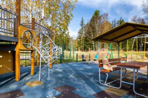 Детская площадка в Еловом ручье