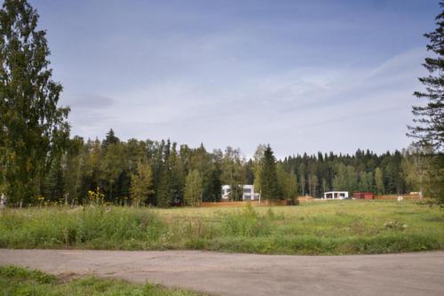 Вид на клубный дом и участок 24
